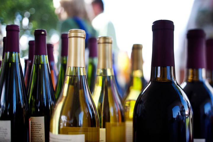 Varias botellas de vino.