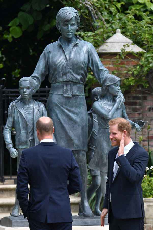 The Duke of Cambridge and the Duke of Sussex in front of the statue.