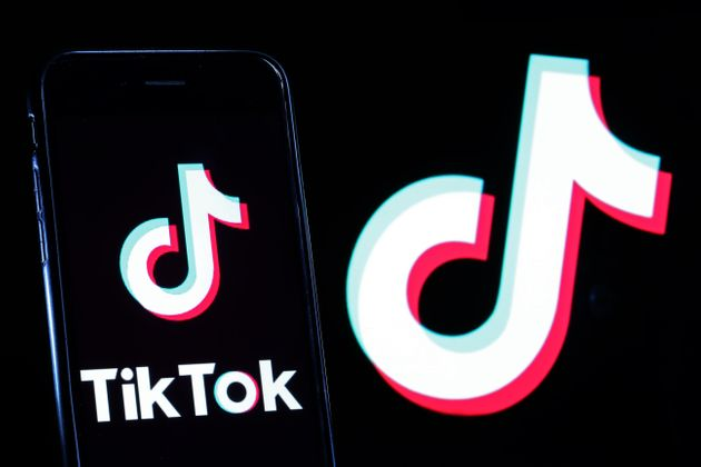 Illustration d'un téléphone avec le logo de l'application