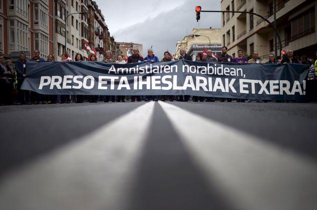 Protesta en Bilbao reclamando el acercamiento de presos etarras, en