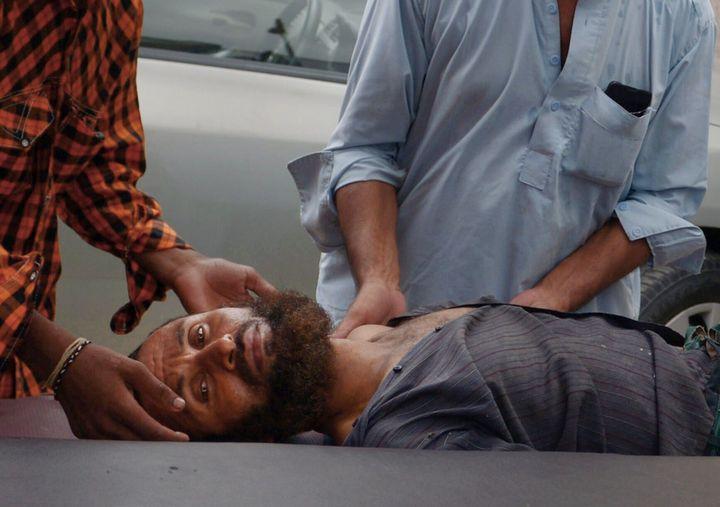 Pakistani relatives bring a heat stroke victim to a hospital in Karachi on June 25, 2015.