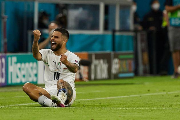 Insigne celebra su gol(azo) a
