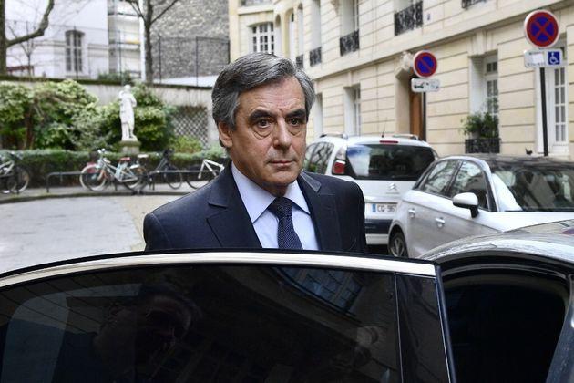 François Fillon quittant son domicile parisien le 24 février