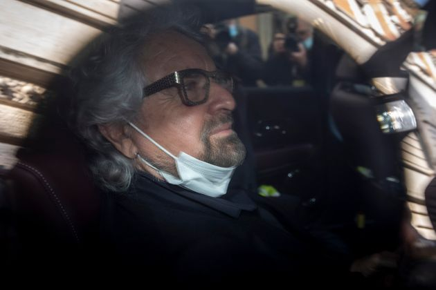Base 5 stelle a Beppe Grillo: