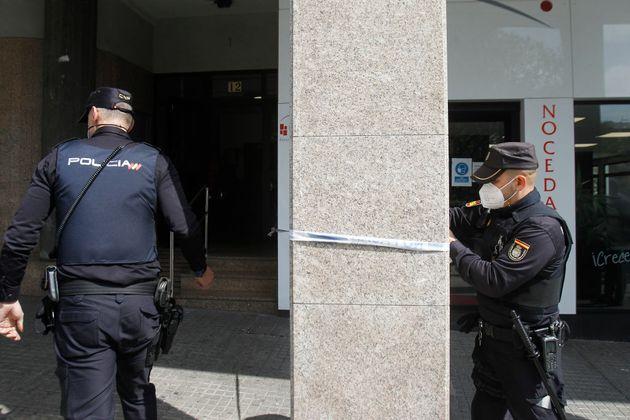 Dos agentes de la Policía Nacional en A Coruña, en una imagen de