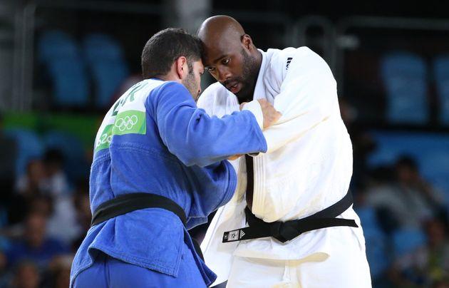Teddy Riner contre l'Israélien Or Sasson of Israel lors de la demi-finale aux Jeux Olympiques...