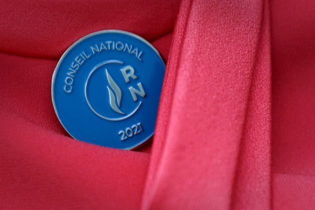 Une médaille du Conseil national du RN photographiée lors du Congrès de Perpignan