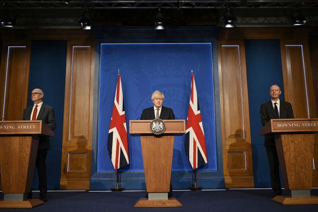 Βρετανία: Ο Τζόνσον προανήγγειλε το τέλος των περιορισμών κατά του