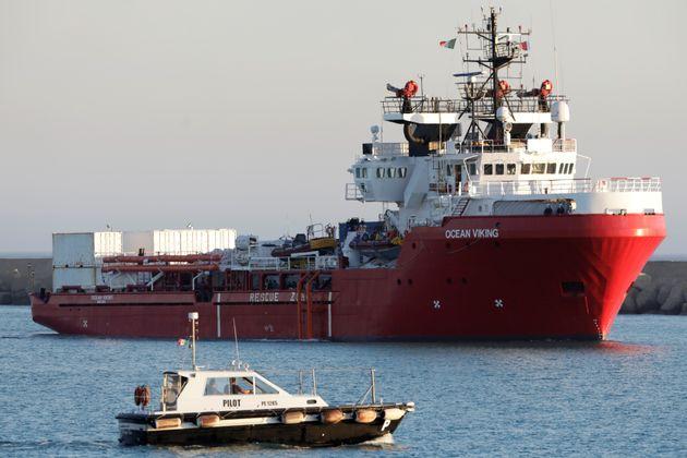 6 Ιουλίου 2020. Το πλοίο διάσωσης Ocean Viking φτάνει στην Σικελία. REUTERS/Antonio