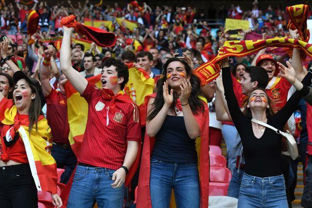 Varios aficionados españoles en