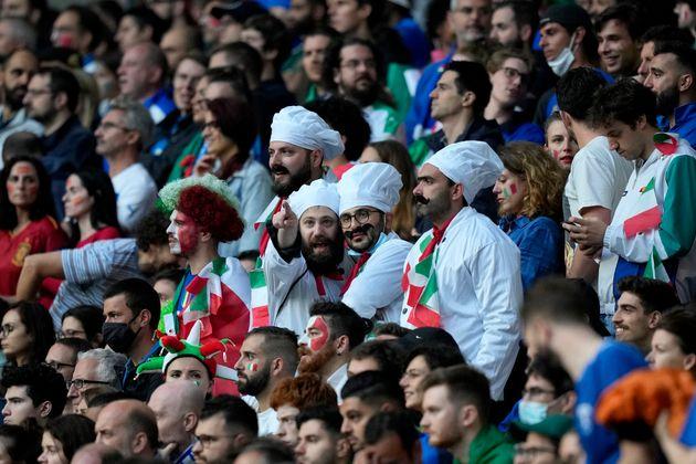 Fans de Italia en el estadio de