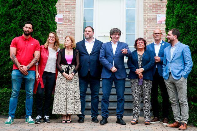 La 'foto de familia', a la llegada de Junqueras a la residencia de