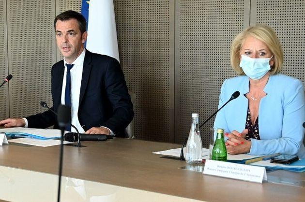 Olivier Véran et Sophie Cluzel lors d'une réunion avec les représentants de la santé, le 7 juillet 2021,...