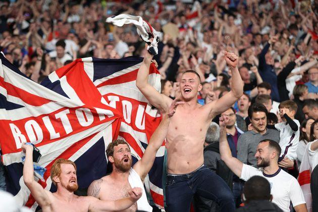 Des supporters anglais pendant la demi-finale de l'Euro-2021 entre Angleterre et