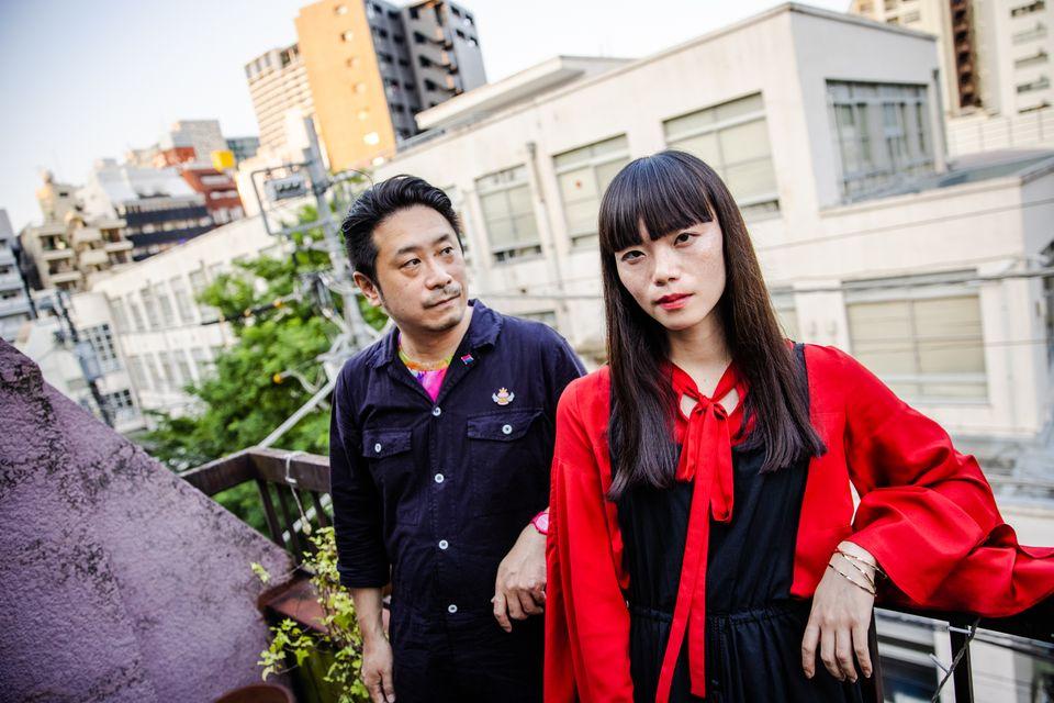 映画『片袖の魚』の東海林毅監督(左)と主演のイシヅカユウさん