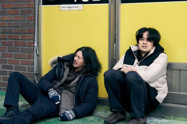 『アジアの天使』より、オダギリジョーさん演じる兄(左)と、池松壮亮さん演じる弟(右)