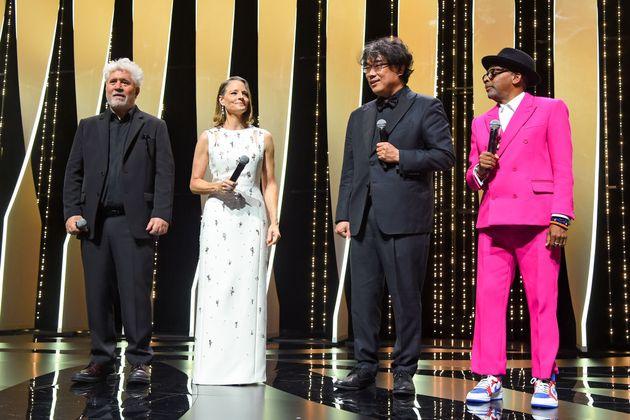 미국 배우 조디 포스터, 스페인 영화감독 페드로 알모도바르, 미국 영화감독 스파이크 리와 함께 무대에 오른 봉준호