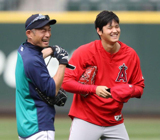 大谷翔平選手(右)とイチローさん=2018年5月、アメリカ・シアトル