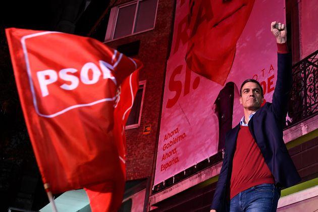 Pedro Sánchez, en la sede del PSOE en la calle Ferraz, tras ganar las elecciones de