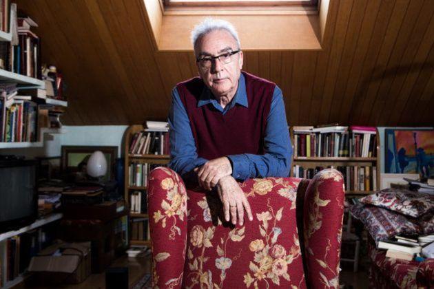 El escritor Juan José Millás, en su estudio de