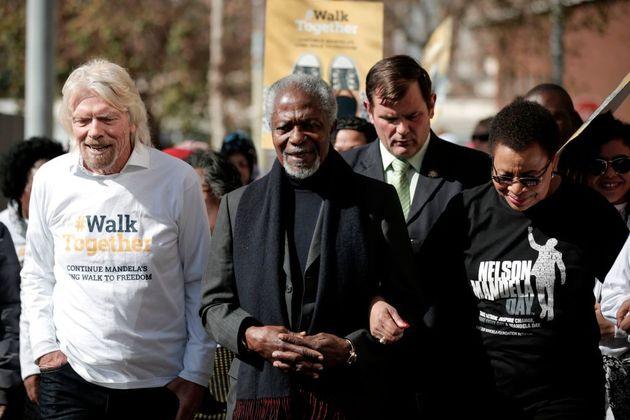 Richard Branson con el exsecretario general de las Naciones Unidas Kofi Annan y la viuda de Nelson Mandela,...
