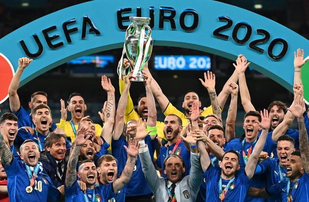 epa09338936 Players of Italy celebrate after winning the UEFA EURO 2020 final between Italy and England...