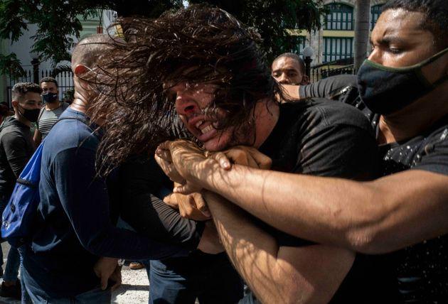 Κούβα: Πρωτοφανείς αντικυβερνητικές διαδηλώσεις με χιλιάδες πολίτες στους