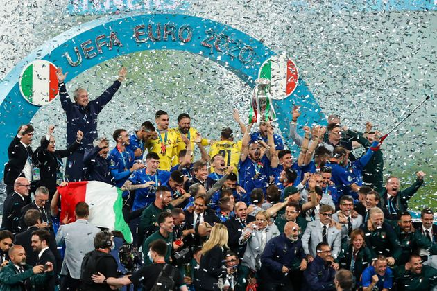 12 July 2021, United Kingdom, London: Football: European Championship, Italy - England, final round, final at Wembley Stadium. Italy's players cheer with the trophy after the match. Photo: Christian Charisius/dpa (Photo by Christian Charisius/picture alliance via Getty Images)