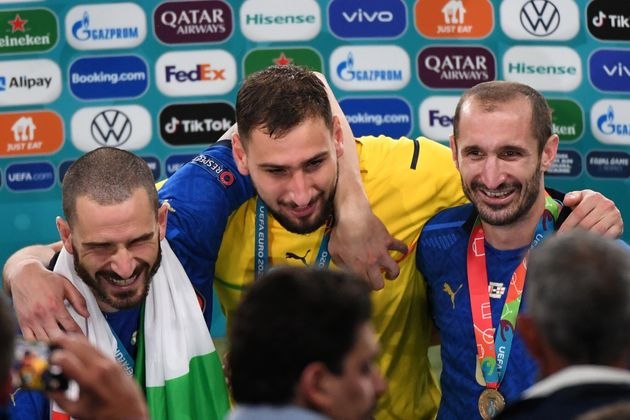 LONDON, ENGLAND - JULY 11: Giorgio Chiellini, Gianluiji Donnarumma and Lorenzo Insigne of Italy celebrate their win during the UEFA Euro 2020 Final between Italy and England at Wembley Stadium on July 11, 2021 in London, United Kingdom. (Photo by Kaz Photography/Getty Images)
