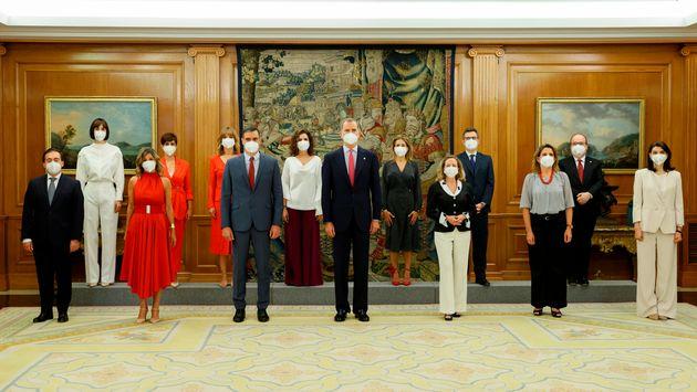 La foto 'de familia' del nuevo Gobierno, con el rey Felipe VI y el presidente Pedro Sánchez, en el