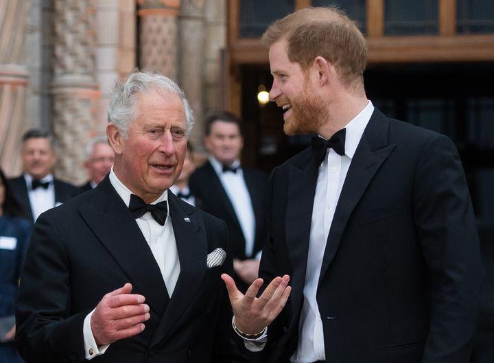 El príncipe Carlos y su hijo Harry en un acto del Museo de Historia de la Naturaleza en 2019 (Londres).