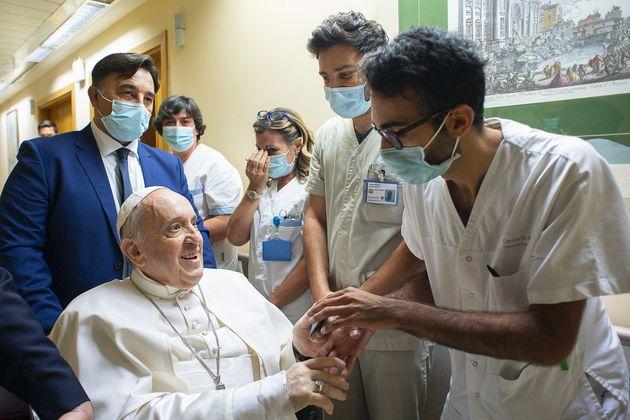 Le pape François à l'hôpital Gemelli, à Rome, le 11 juillet