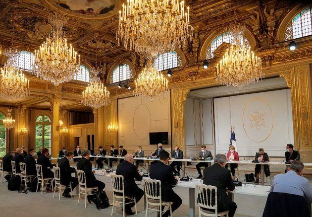Emmanuel Macron et le gouvernement réunis à l'Elysée à Paris ce lundi 12 juillet 2021 dans la
