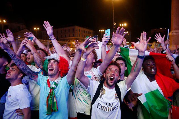 Oui, l'histoire est magnifique, l'Italie ne s'était pas qualifiée à...