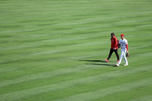 試合前の大谷選手と水原さん。