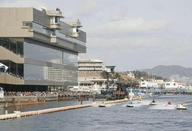 広島・大野町の宮島競艇場=2005年01月30日撮影