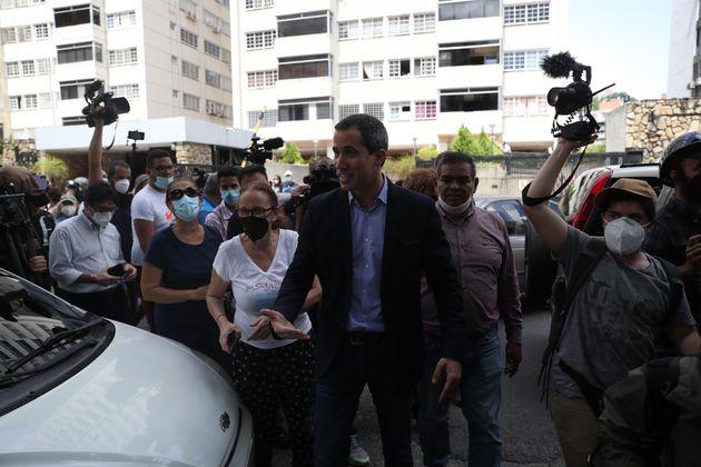 Rueda de prensa de Guaidó frente a su