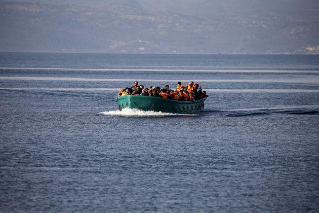 Βίντεο του BBC με βίαιες απωθήσεις μεταναστών «καίει» τις ελληνικές