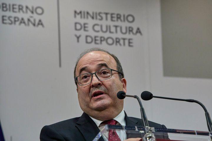 El nuevo ministro de Cultura y Deporte, Miquel Iceta, en intercambio de carteras de este lunes.