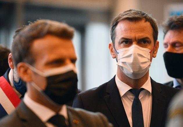 Photo d'illustration prise en mai 2021 avec Emmanuel Macron et Olivier
