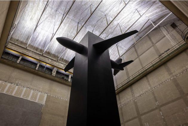 Maurizio Cattelan Blind, 2021 Veduta dell'installazione, Pirelli HangarBicocca, Milano, 2021 Resina,...