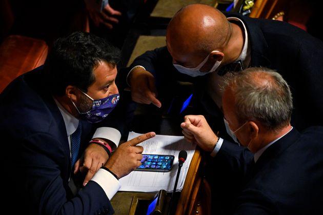 Il leader della Lega Matteo Salvini (S) con il collega di partito Simone Pillon (C) e il relatore del ddl Zan Andrea Ostellari (D) durante la discussione in Senato, Roma, 13 luglio 2021. ANSA/RICCARDO ANTIMIANI