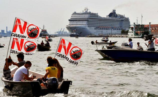 Dans le centre de Venise, les paquebots de croisière vont finalement être bannis (manifestation du 5...