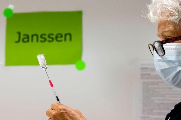 Todo lo que se sabe sobre el vínculo entre la vacuna de Janssen y el síndrome de