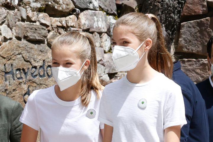 La princesa de Asturias y la infanta Sofía, en la iniciativa 'Un árbol por Europa'.