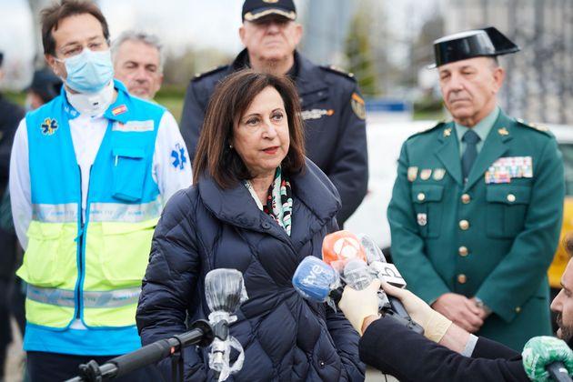 Margarita Robles, en marzo de 2020, en el hospital de campaña de