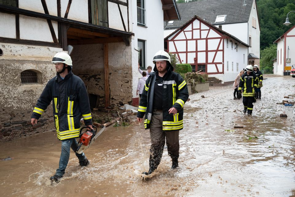 Νεκροί και αγνοούμενοι από τις σφοδρές πλημμύρες που πλήττουν τη δυτική