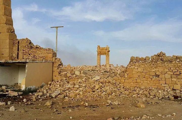 Los restos del arco de entrada al Templo de Bel, en Palmyra, en marzo de 2016, tras el paso del Estado Islámico.