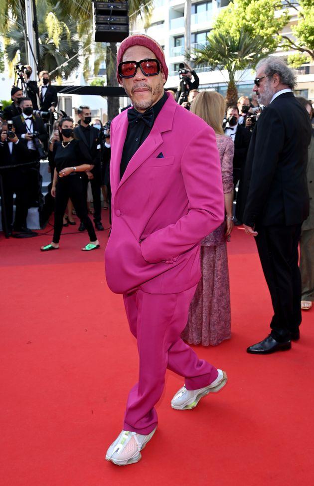 Au Festival de Cannes, le smoking rose gagne du terrain chez les