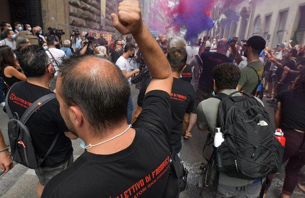 Presidio dei lavoratori Gkn davanti alla prefettura di Firenze